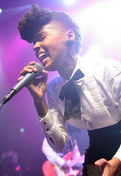 Janelle_performing