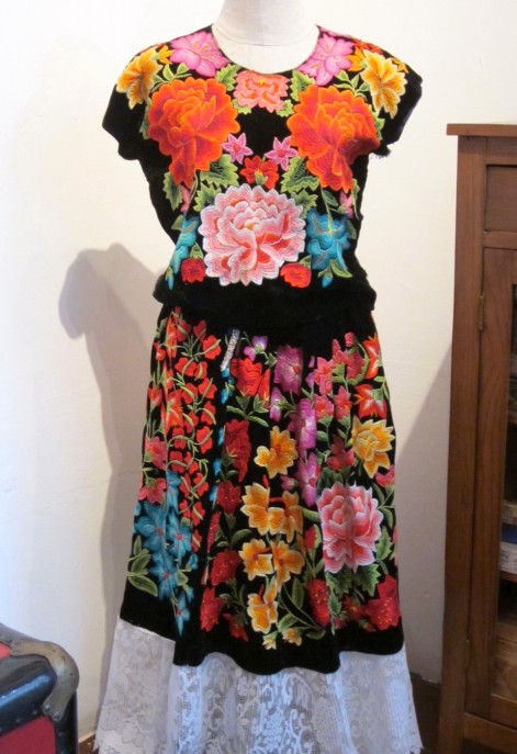 Kahlo_floraldress