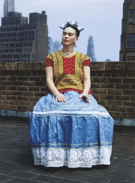 Kahlo_seated_blueskirt
